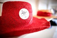 Mühlbauer Hut & Mode, roter Hut mit Logo