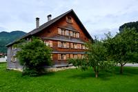 Seitenansicht des geschindelten Bauernhauses-170727-3893 2_brauchtum